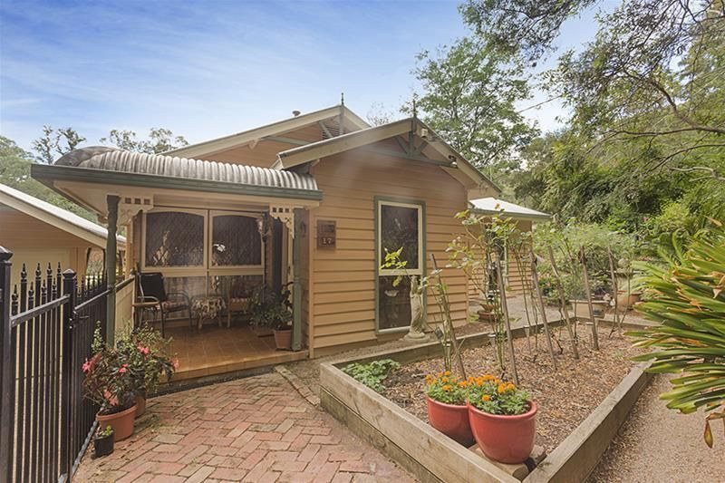 Picture Book Weatherboard in a Quiet Location
