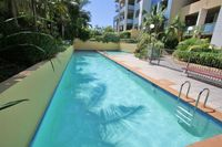PADDINGTON F/F 1BED 1BATH APT POOL SAUNA GYM GARDEN, LOCATED NEAR ATTRACTIONS.