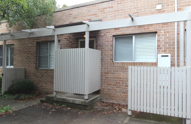 IDEAL LOCATION, SHORT DISTANCE TO TOWN