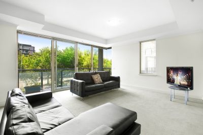 Tranquil and Leafy St Kilda Road Pad