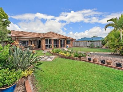 Ultimate Combo: 885m2 + Side Access + Large Home!