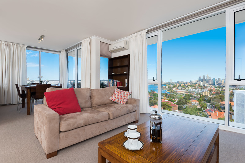 Stunning views of harbour and city 3 bed 2 bath F/F penthouse with parking