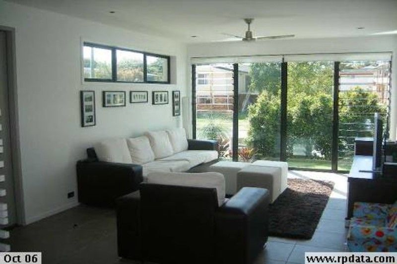 LARGE FAMILY HOME LOCATED WITHIN BULIMBA STATE SCHOOL CATCHMENT
