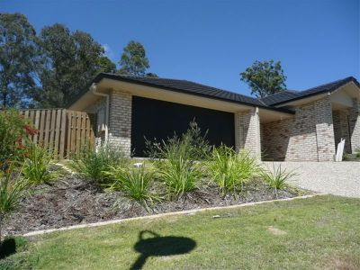AS  NEW MODERN DUPLEX - UPPER COOMERA