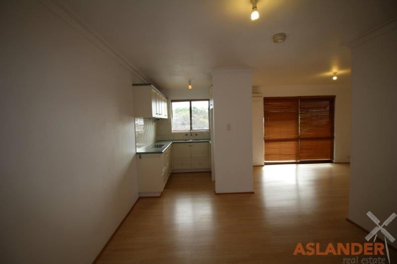 MODERN UNIT WITH RIVER VIEWS - CONVENIENTLY LOCATED