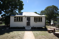 TIMBER COTTAGE  -  APPROX 1,036m2 ALLOTMENT