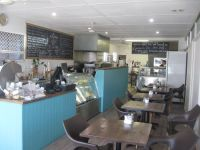 Busy Main Street Cafe - Tewantin