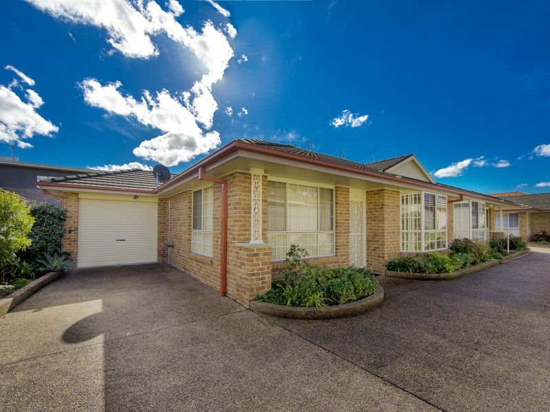 Immaculate Brick & Tile Villa Unit in a Sought After Location