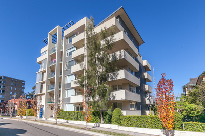 North Facing - Big 2 Bedroom Unit, Golden Opportunity