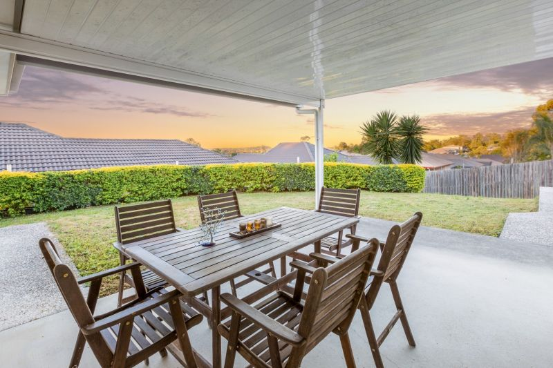 Fully Furnished 4 Bedroom With Beautiful Views To City And Mount Coot-Tha