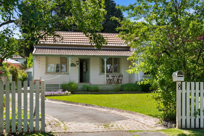 1920S COTTAGE IN SOUGHT AFTER OLD BOWRAL LOCATION