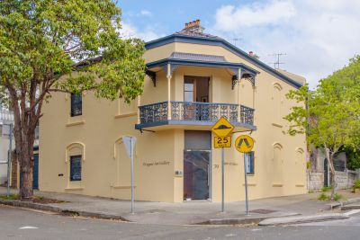 Substantial Entire Building With A Lockup Garage & Fashionable Landmark Location