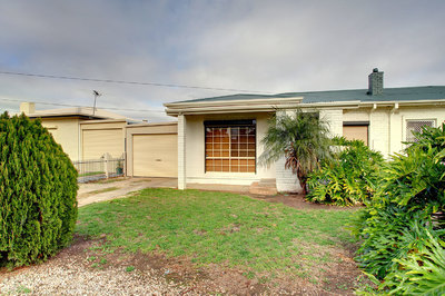 Rare offering 2 homes on 2 titles on 1116m2 land approx