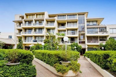 SPACIOUS 1 BEDROOM APARTMENT OPPOSITE EDGECLIFF SHOPS & TRAIN STATION