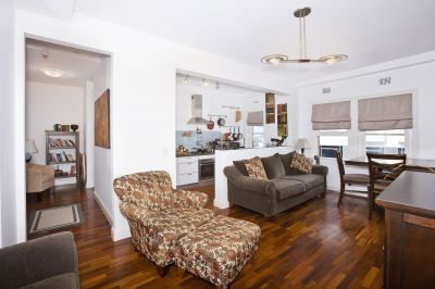 Spacious Apartment in Classic Art Deco Building Footsteps to Beach