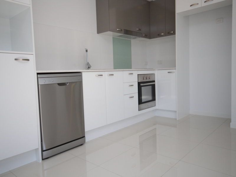 AS NEW TWO BEDROOM UNIT 5KM FROM CBD