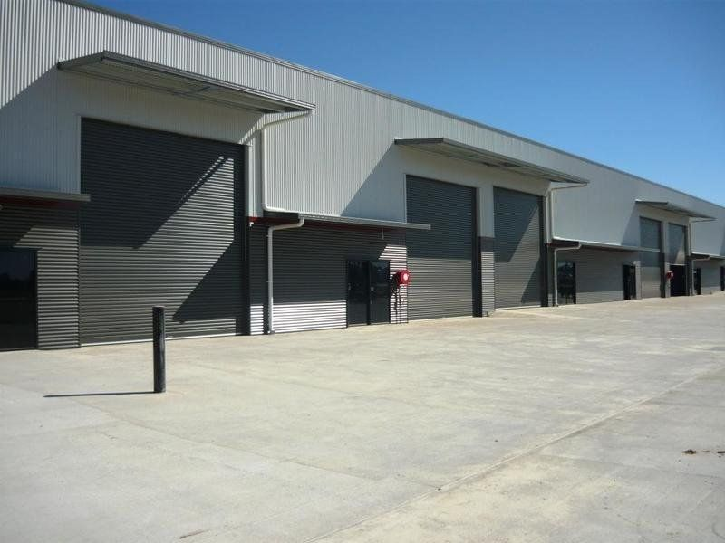 Showroom Sales or Industrial Services - 440 m2