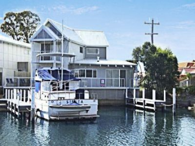 ABSOLUTE WATERFRONT WITH JETTY