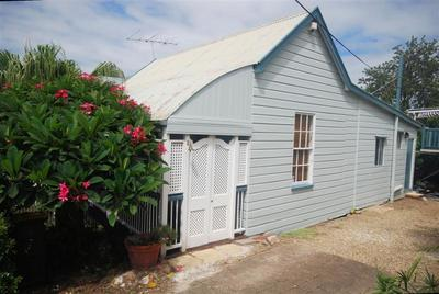 QUANT COTTAGE STYLE HOME WITH CITY VIEWS TO ENJOY!!