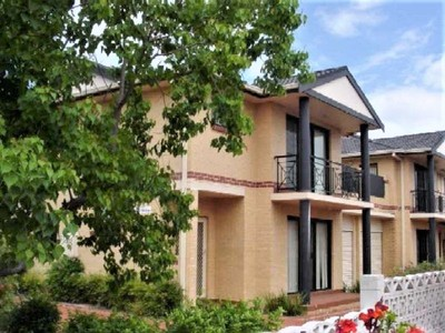 Modern Townhouse in Ideal Location