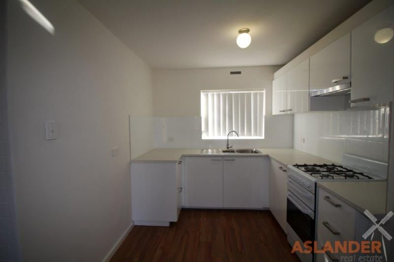 RENOVATED FIRST FLOOR UNIT - WALK TO ANGELO STREET SHOPS AND CAFES