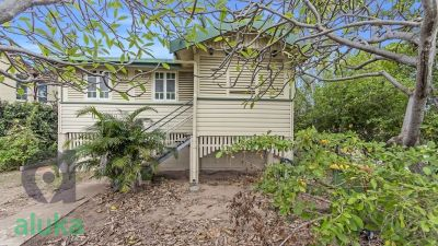 Cottage Charm Just A Heartbeat From the CBD!