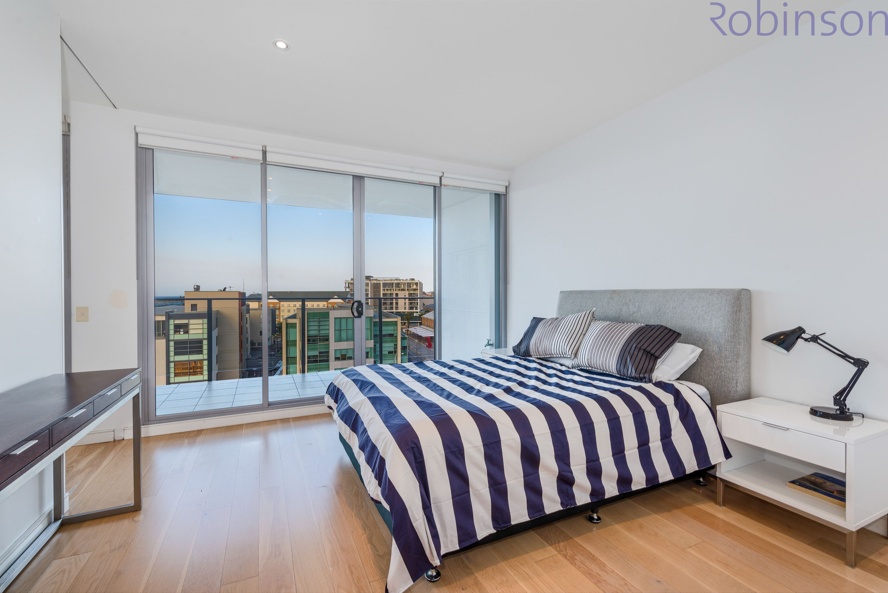 604/2 Honeysuckle Drive, Newcastle