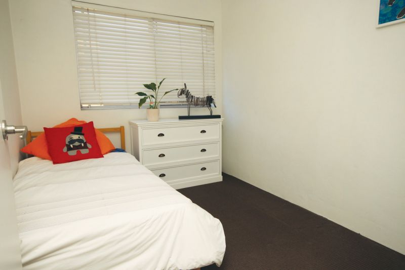 BEAUTIFULLY RENOVATED TWO BEDROOM UNIT WITH CLOSE PROXIMITY TO THE CBD