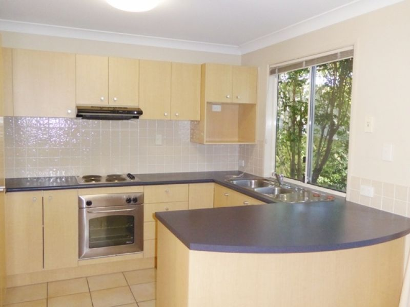 SPACIOUS TWO BEDROOM TOWNHOUSE - CLOSE TO PUBLIC TRANSPORT