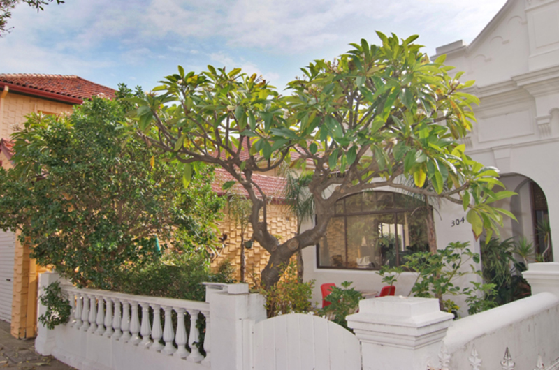 LARGE TWO STOREY HOME WITH IN-LAW ACCOMMODATION
