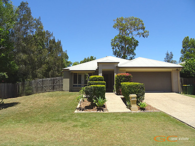 SPACIOUS FAMILY HOME - HUGE BLOCK, QUIET LOCATION