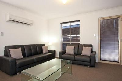 Executive Living close to University & AMC