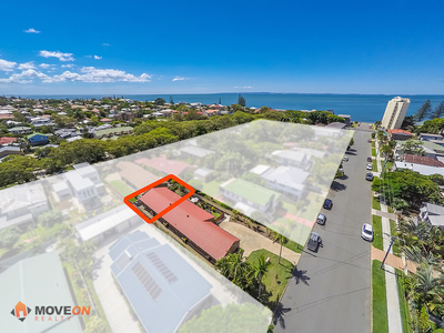 WALKING DISTANCE TO THE BEACH – 1 OF 3 – COURT YARD