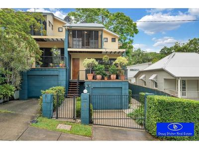Indooroopilly Townhouse with no Body Corporate!
