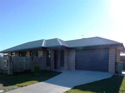 Air-conditioned Family Home - 300 metres to the beach!
