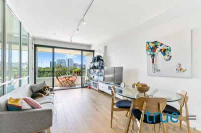 IMMACULATE AND PRESTIGIOUSLY POSITIONED WITH PARK AND CITY VIEWS