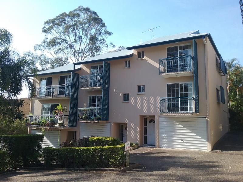 Central & Spacious Two Bedroom in Taringa **