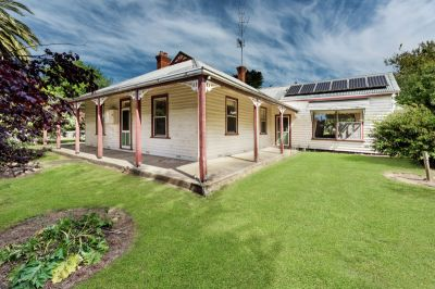 Historic 1860s 'Buntingdale' homestead on 158 acres