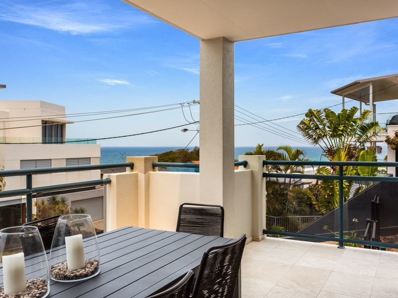 Enviable, Four-Level Furnished Family Home with Dual Living, 200m from North Burleigh Beach