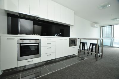 Large 1 bedroom Apartment  Top of the town!