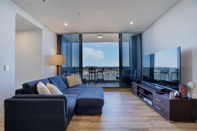 Spectacular High Floor Apartment With Post Card Views