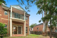 Modern & Spacious 3 Bedroom Townhouse Walk to Station