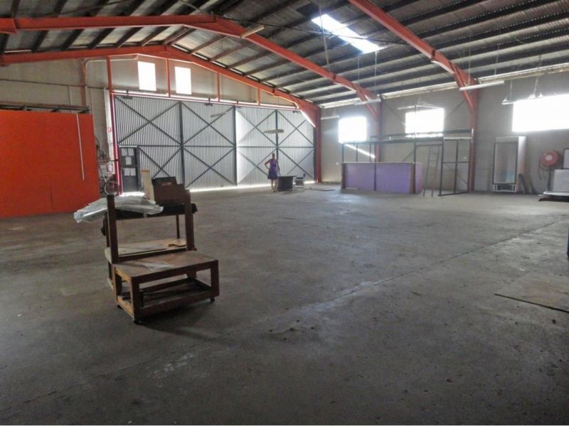 COMMERCIAL PROPERTY in Prime location Main street frontage ( Herberton Road) Backstreet frontage (McConarche Street)
