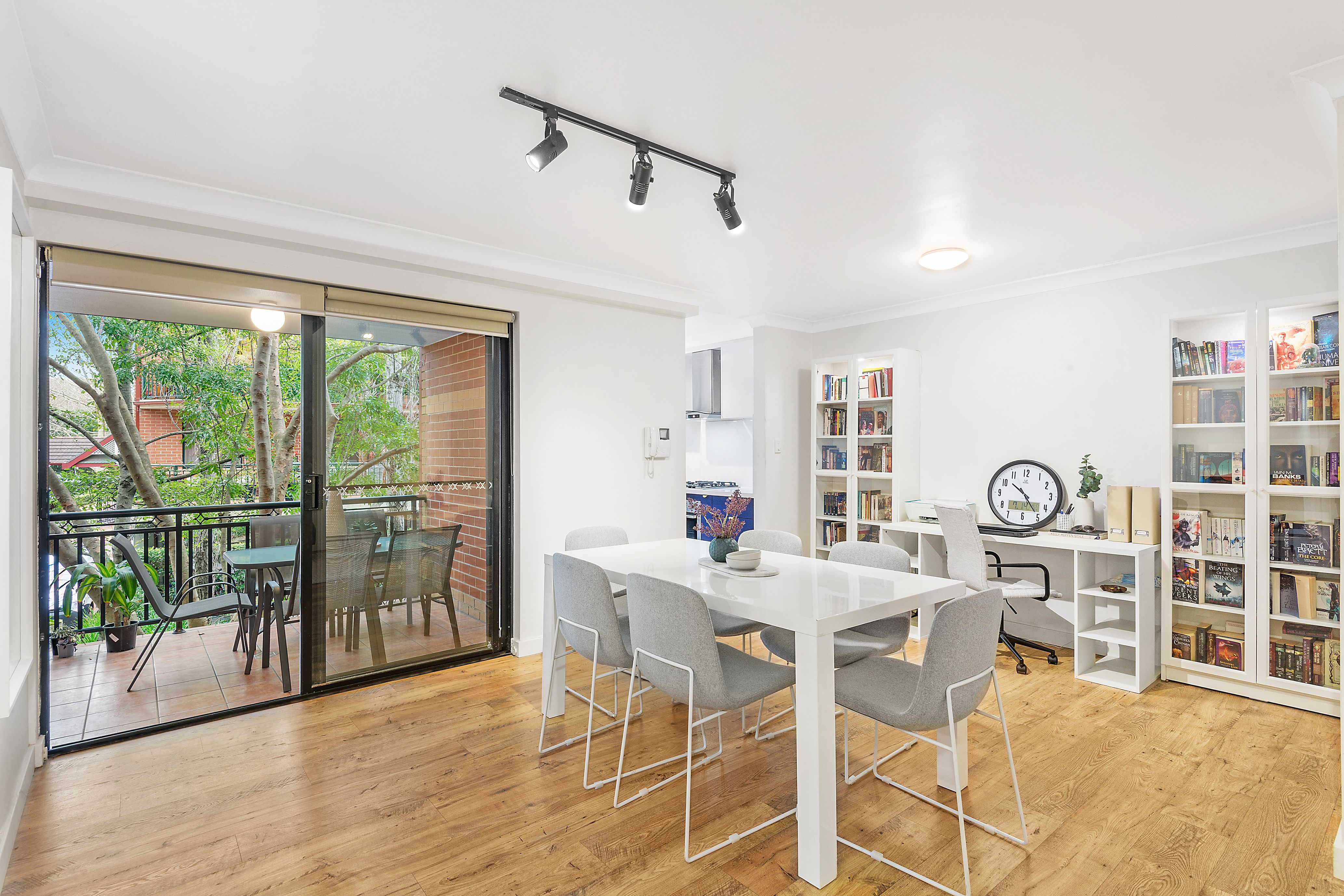 24/3 Williams Parade, Dulwich Hill