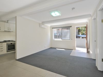 REFURBISHED 2 BEDROOM UNIT IN HAMILTON