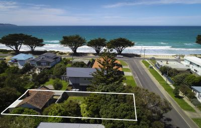 COASTAL COTTAGE/DEVELOPMENT OPPORTUNITY