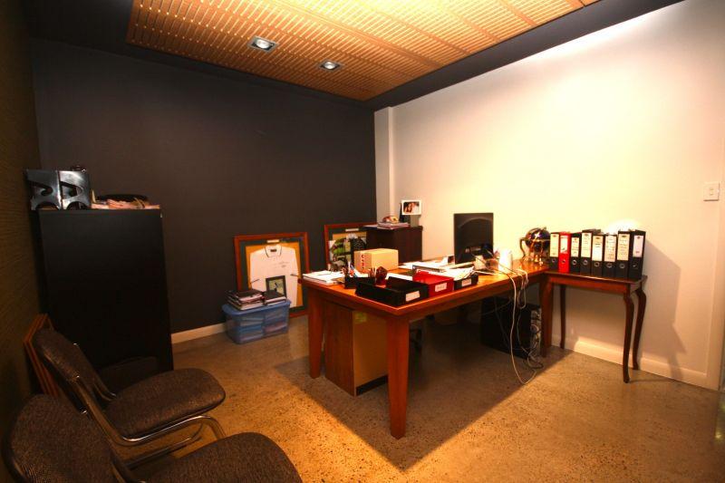 75m² PALM BEACH CBD OFFICE