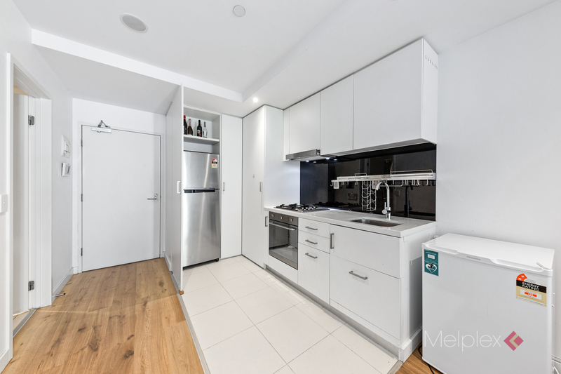 Delightful Two Bedroom Apartment on Little Collins