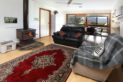 Lovely 3 Bedroom house with views to Mt Bogong