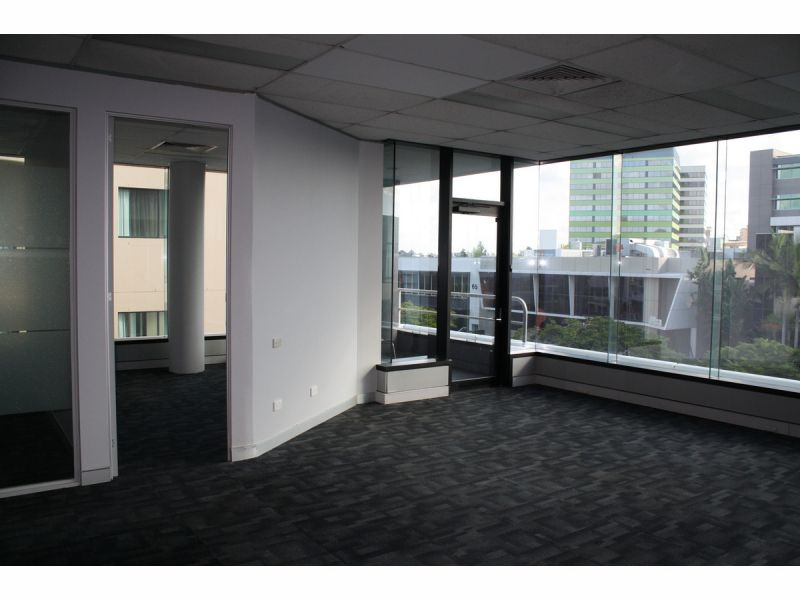 Fully Refurbished Floor 580 m2 with 9 private Offices